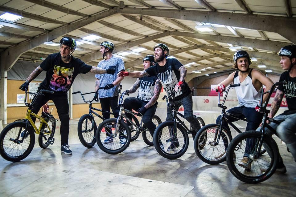 B M X dviratininkai